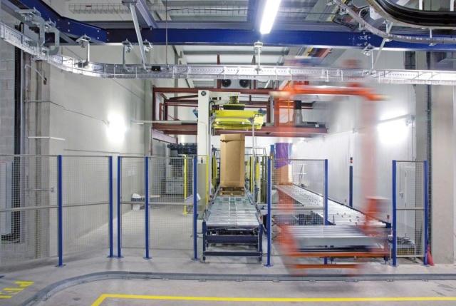 mezzanine production floors | box conveyor systems and pallet conveyor systems integrated on production mezzanine floor