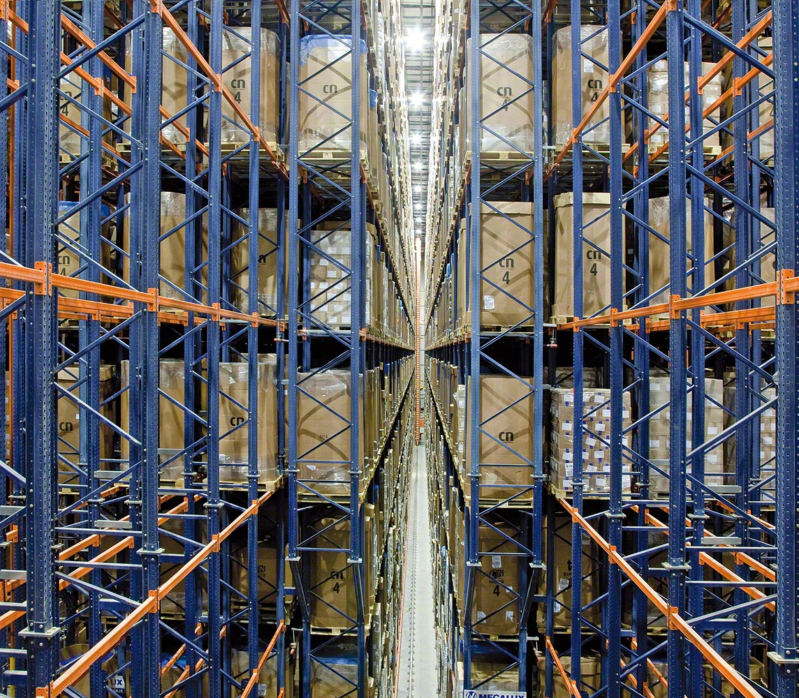 Pallet racking with pallet stacking cranes