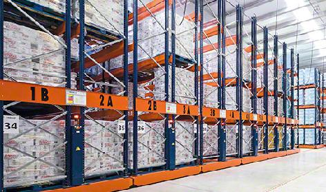Mobile pallet racking | mobile racking | Mecalux mobile pallet rack systems