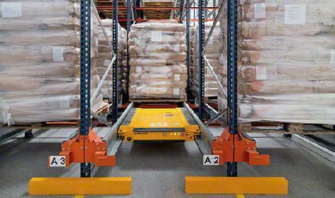 Mecalux pallet racking  |  push back pallet racking system